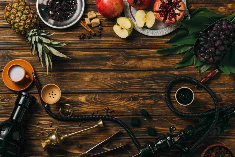 Стол с фруктами и кальяном