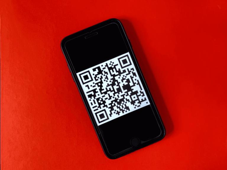 QR-код на телефоне
