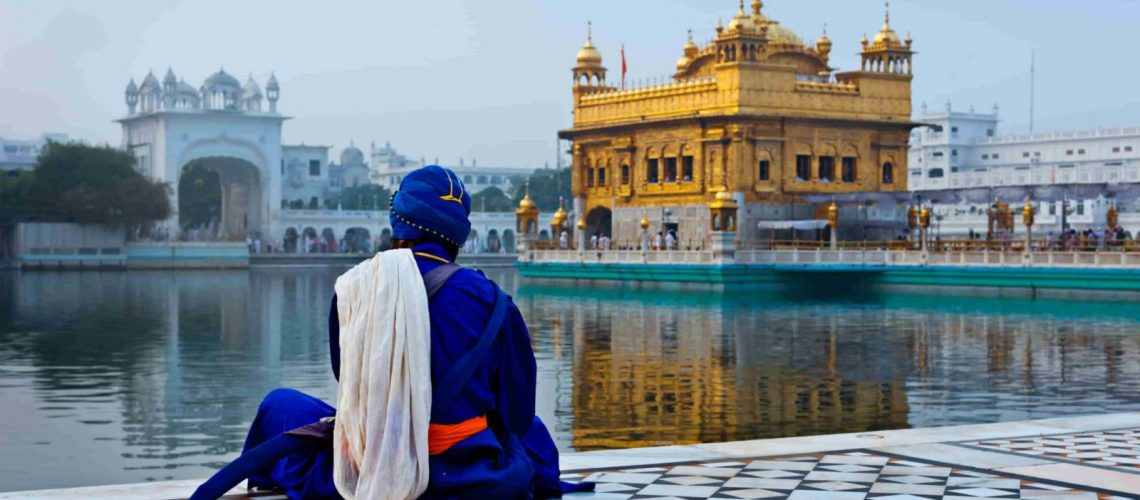 Медитирующий человек в сикхе